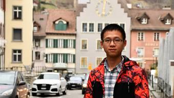 An Zhang in der Brugger Altstadt: «Am slowUp habe ich ebenfalls mitgemacht.»JAM