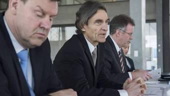 Firmeninhaber und VR-Präsident Thomas Knecht (Mitte) ist ab 2021 auch CEO des 1909 gegründeten Unternehmens. Links Roger Geissberger, der langjährige CEO.
