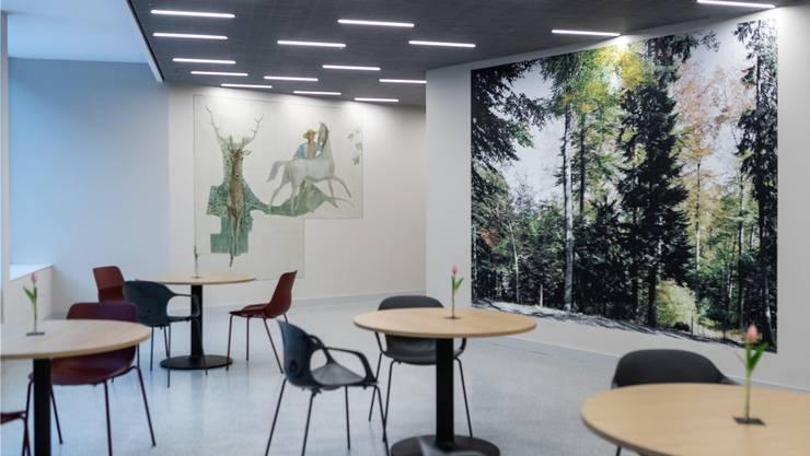 Die gemalten Fabeln von Felix Hoffmann stehen im Dialog mit Renate Busers grossformatigen Fotografien.