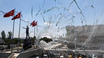Die Reformhoffnungen sind so zerbrochen wie die Fensterscheibe in einem Polizeihauptquartier in Ankara während des Putsches vom vergangenen Wochenende.