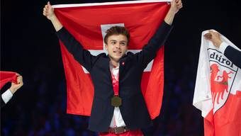 Strahlender Sieger: Pascal Gerber aus Wölflinswil holt an den Euro Skills den Titel und ist damit der beste Spengler Europas. zvg