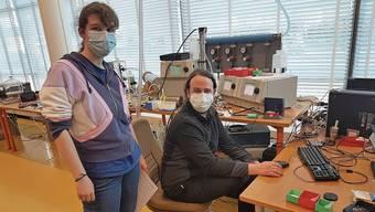 Nadine Karlen und Tobias Rüggeberg wollen die Filterqualität von Schutzmasken verbessern und so die Pandemie eindämmen.