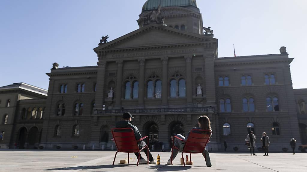 Parlament packt verschiedene heisse Eisen an
