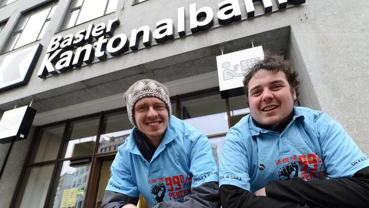 Zwei der Initianten von Occupy Basel: Stefan B. (l.) und Samuel R.