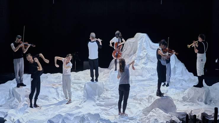 "Die Tanzperformance ""Hyperion"" in Der Kaserne Basel"