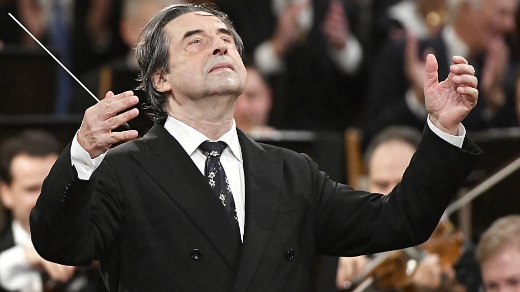 ARCHIV - Riccardo Muti, italienischer Dirigent, leitet das Neujahrskonzert 2018 der Wiener Philharmoniker. Foto: Hans Punz/APA/dpa