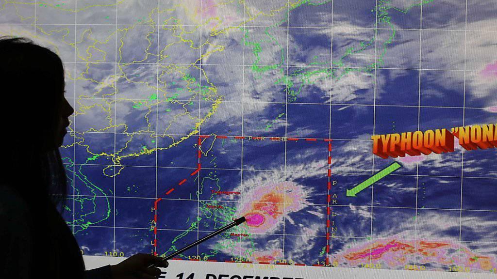"""Meteorologen warnen vor Taifun """"Melor"""", der auf den Philippinen """"Nona"""" genannt wird."""