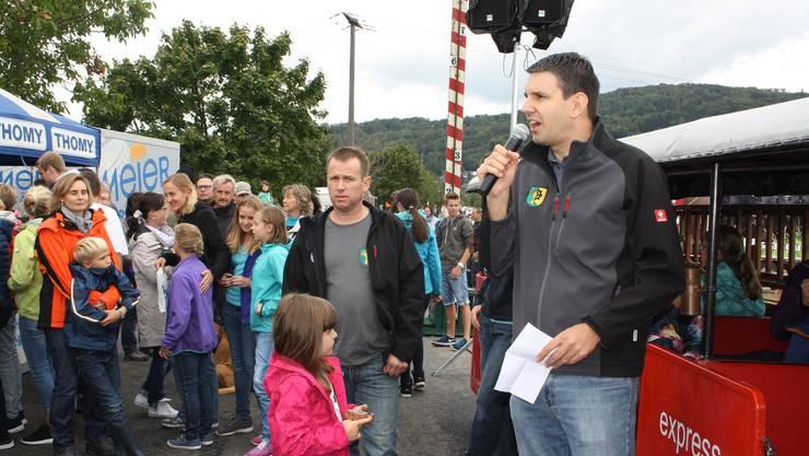 Feuerwehrkommandant Michael Würsch hielt eine kurze Ansprache vor der Einweihung