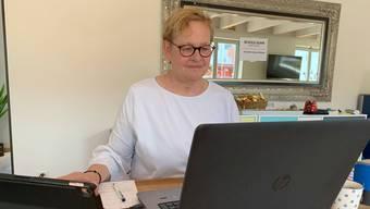 Denise Widmer arbeitet im Homeoffice.