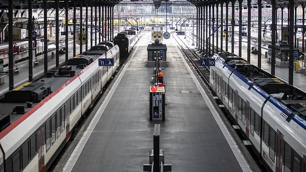 Wegen einer Stellwerkstörung fuhren am Abend im Bahnhof Luzern während einer halben Stunden keine Züge mehr. (Archivbild)