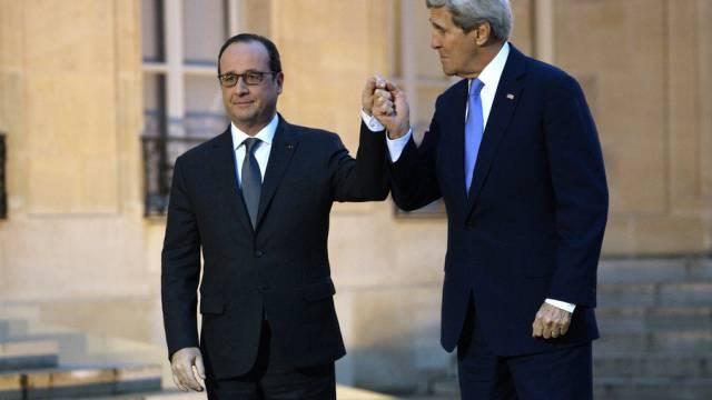 Kerry im Elysée-Palast mit Frankreichs Staatschef François Hollande