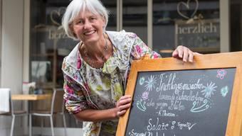 Jeden Tag ein bisschen etwas anderes, aber immer vegetarisch oder vegan: Beatrice Rieder vor ihrem Lokal «herzlich» an der Rathausstrasse.