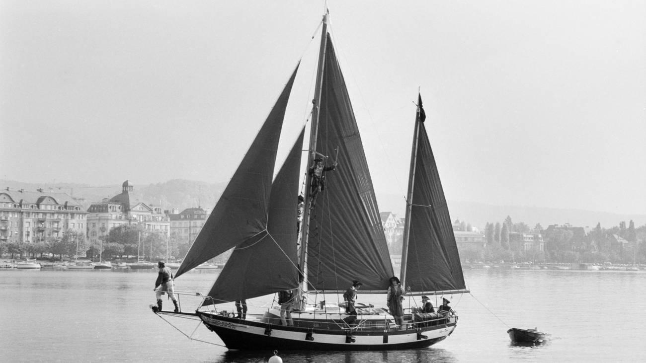 Das Radio 24 Piratenschiff auf dem Zürisee, 1. November 1983 (© Keystone)
