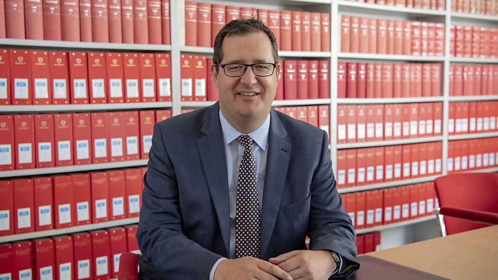 Der ausserordentliche Bundesanwalt Stefan Keller gibt sein Mandat in der Fifa-Affäre nach der Disqualifikation durch das Bundesverwaltungsgericht zurück. (Archiv)