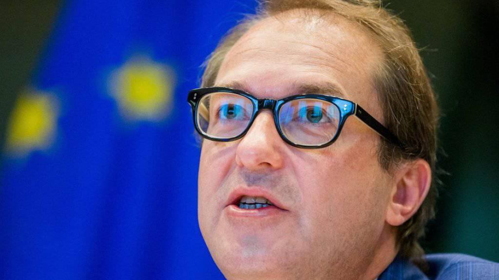 Weist Mitschuld der Regierung im VW-Skandal zurück: Der deutsche Verkehrsminister Alexander Dobrindt im EU-Parlament.