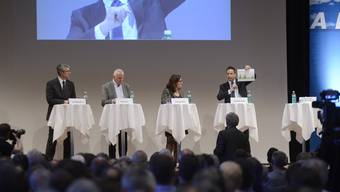 Podium Fokusenergie AEK, Hans Hess Swissmem, SVP-Nationalrat Christian Imark, Imveso-Praesident und Fraisa-CEO Josef Maushart und SP-Kantonsraetin Frantziska Roth