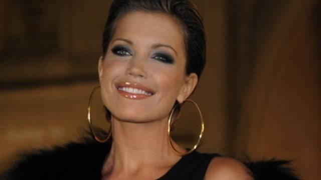 Sylvie van der Vaart, leidenschaftliche High-Heels-Trägerin, läuft auch zu Hause in Absatzschuhen herum (Archiv)