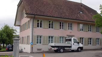 Das alte Gemeindehaus in Othmarsingen: Im Februar damals stellten vier Gemeinderäte ihrem Kollegen Christoph Kündig ein Ultimatum. (Archiv)