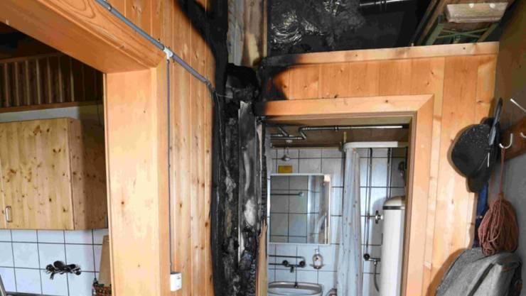Beim Mottbrand in einer Alphütte auf 2100 Metern über Meer musste die Feuerwehr im Helikopter anrücken.