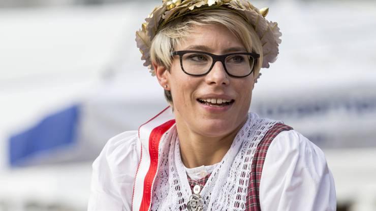 Schleier statt Kranz: Schwingerin Sonia Kälin - hier nach ihrem Sieg am Eidgenössischen Frauen- und Meitlischwingfest 2017 - hat gestern geheiratet.