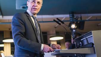 Aussenminister Ignazio Cassis sprach am Rande des WEF in Davos über die laufenden Gespräche mit der EU und den USA. Bezüglich EU-Rahmenabkommen und US-Handelsabkommen zeigte er sich optimistisch. (Archivbild)
