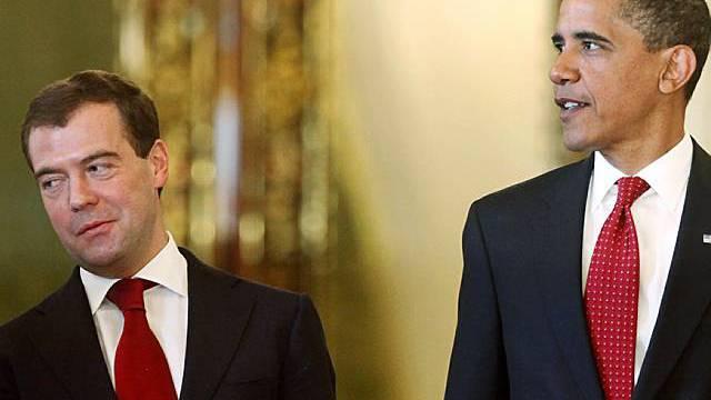 Dmitri Medwedew (l) und Barack Obama einig über Abrüstung (Archiv)