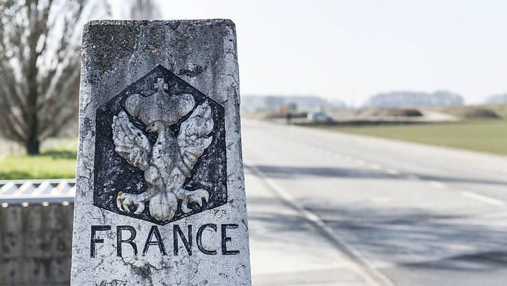 Auf Frankreichs Nebenstrassen wurde das Tempolimit 80 nach Protesten vom Parlament wieder gelockert. (Symbolbild)