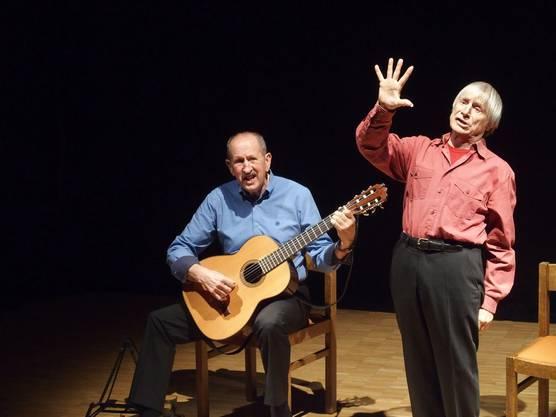 Auch als Interpret von Tessiner Volksliedern kann Dimitri (hier mit Roberto) das Faxenmachen nicht lassen