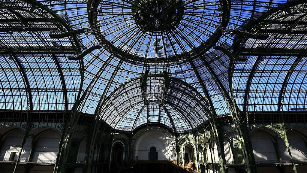 ARCHIV - Blick auf das Hauptschiff des Grand Palais. Die auf rund 466 Millionen Euro geschätzte Renovierung des Pariser Grand Palais beginnt. Foto: Christophe Archambault/AFP/dpa