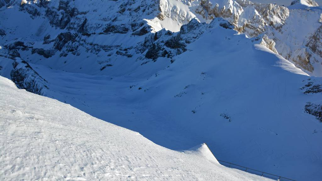Zwei Skitouren-Fahrer stürzten unterhalb des Berggasthauses Alter Säntis. Ein Mann starb. (Archivbild vom 13. Januar)