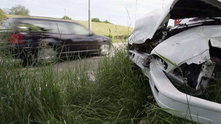 Bei Unfällen, Bränden oder im Krankheitsfall zahlt meist die Versicherung. Über die Regeln des Versicherungsvertrags sind sich National- und Ständerat noch nicht einig. (Symbolbild)