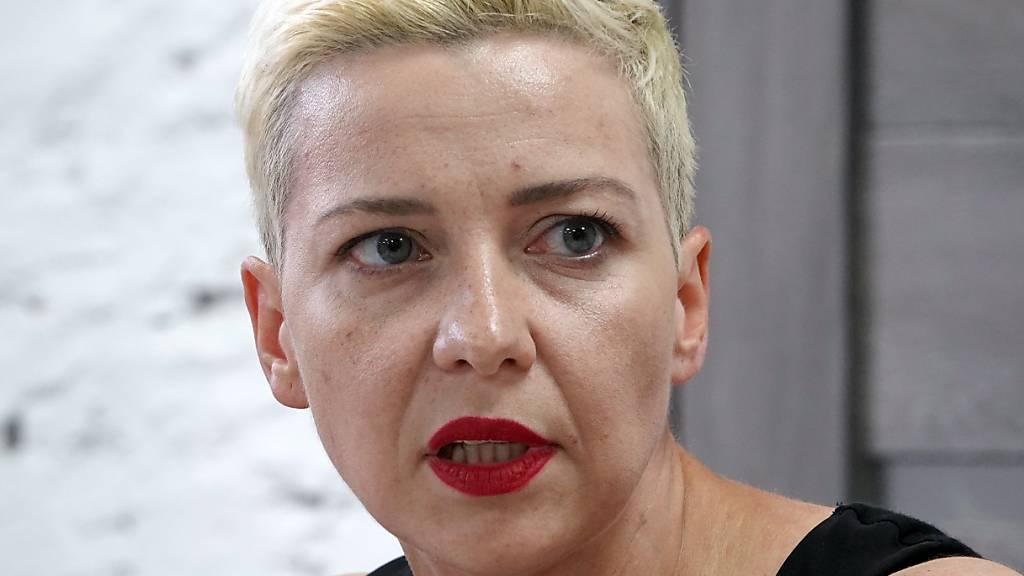 ARCHIV - Maria Kolesnikowa, Oppositionspolitikerin in Belarus, spricht während einer Pressekonferenz der Opposition. Der inhaftierten Kolesnikowa drohen nach neuen Anschuldigungen bis zu zwölf Jahre Gefängnis. Foto: Ulf Mauder/dpa