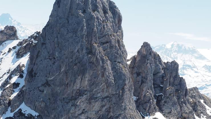 Der Wingsuit-Flieger startete auf dem Gipfel des «Pierre Avoi», einem Aussichtsgipfel im Unterwallis.