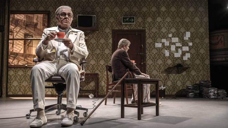 Die beiden alternden Komiker Al (Günter Baumann, links ) und Willie (Jörg Seyer) schenken sich nichts.