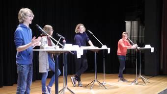 Die vier Finalisten von links nach rechts: Jonathan Daum, Anne-Sophie Skarabis, Nilo Cavalli und Henry Töpel, alle sind 16 jahre alt.