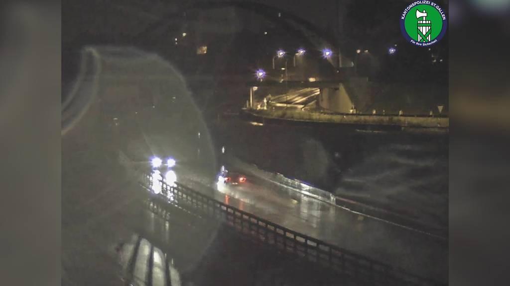 Geisterfahrer-Alarm auf der A13: Alkoholisierter Fahrer angehalten