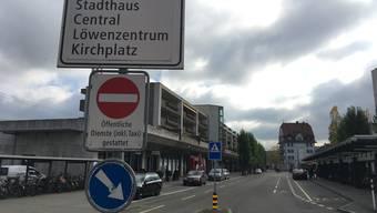 Derzeit ist die Durchfahrt in Verlängerung der Weiningerstrasse nicht möglich.