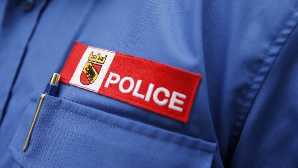 Die Polizei hat am Sonntagabend bei Worb BE einen 23-jährigen Autolenker aus dem Verkehr gezogen, der mit einem entwendeten Militärfahrzeug unterwegs war.