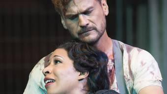 Peter Bernhard und Mary Elizabeth Williams bei der Inszenierung von «Il Trovatore» im Gartencenter Zulauf in Schinznach-Dorf.