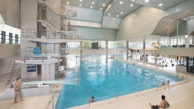 Zehn-Meter-Sprungturm inklusive: Das Hallenbad Oerlikon ist eines der grössten der Schweiz – und zu marode für eine Sanierung. Foto: Ho