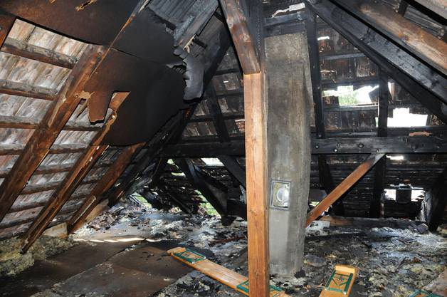 Das Feuer sei kurz vor 20 Uhr ausgebrochen.