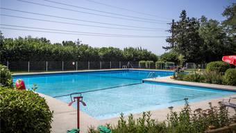 Das Schwimmbad ist bei der Bevölkerung zwar beliebt, kostet die Gemeinde jährlich aber rund 100000 Franken. Sandra Ardizzone/Archiv az