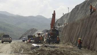 Die Arbeiten am Staudamm sind im Gang