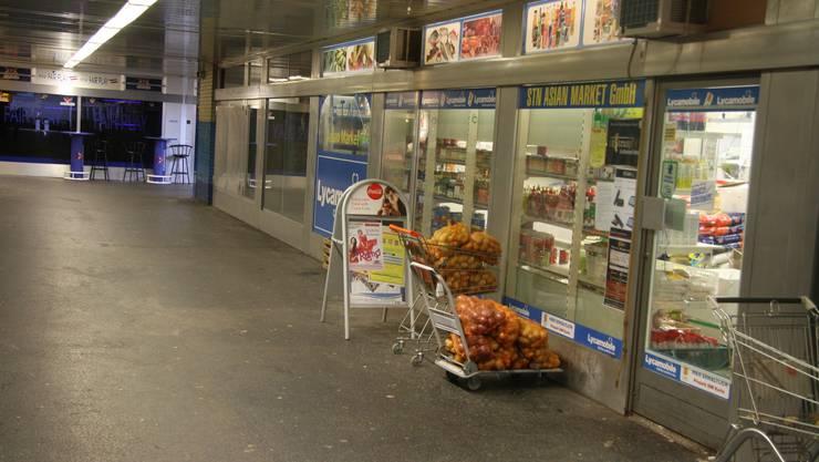 Bei diesem indischen Lebensmittelmarkt in der Bahnhofspassage neben dem RBS-Bahnhof geschah die Tat.