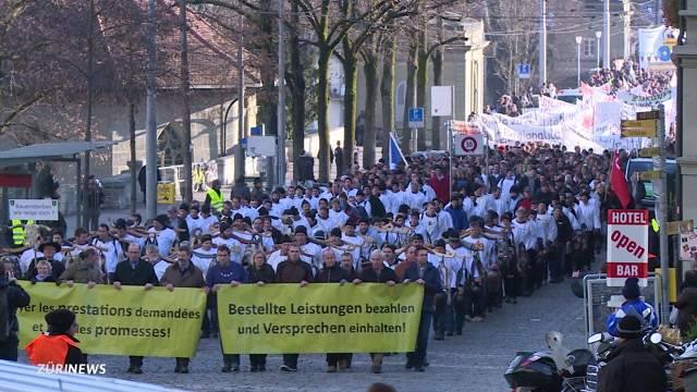 10'000 Bauern demonstrieren gegen Sparpläne