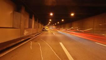 Wegen eines Unfalls wurde der Bözbergtunnel für rund 2 Stunden gesperrt. (Symbolbild)