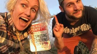 Sandro Schreiber und Simone Bargetze in den «Hollywood Hills» – kurz nach der Aufnahme mussten der Filmemacher und die Stuntfrau vor der Polizei flüchten. zvg