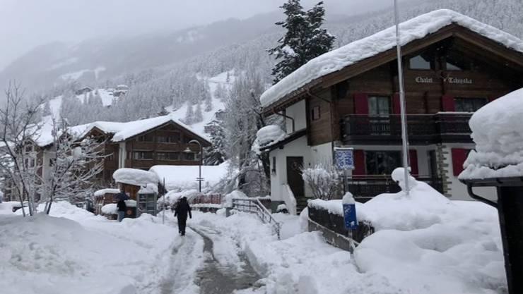 Wegen Lawinengefahr: In Zermatt sitzen 13'000 Touristen fest.