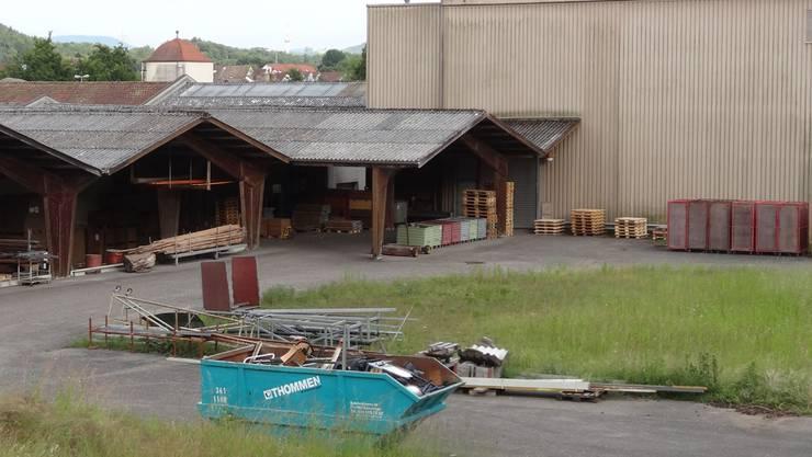 Ob dieses Industriegebiet der Novoplast AG in Wallbach künftig als Wohnzone zur Verfügung steht, wird am 30. Juni von den Stimmberechtigten an der Urne (Referendumsabstimmung) entschieden. Fotos: chr
