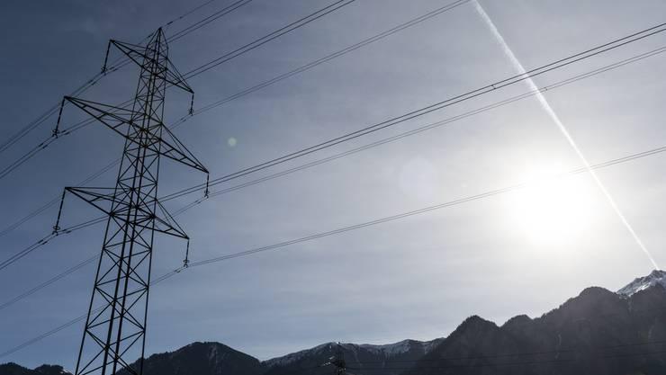 Privathaushalte und Unternehmen zahlen 2016 mehr für Strom - obwohl es im Rest des Kantons günstiger wird. (Symbolbild)